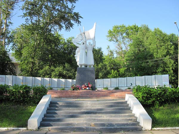 памятник героям-победителям в Шарье