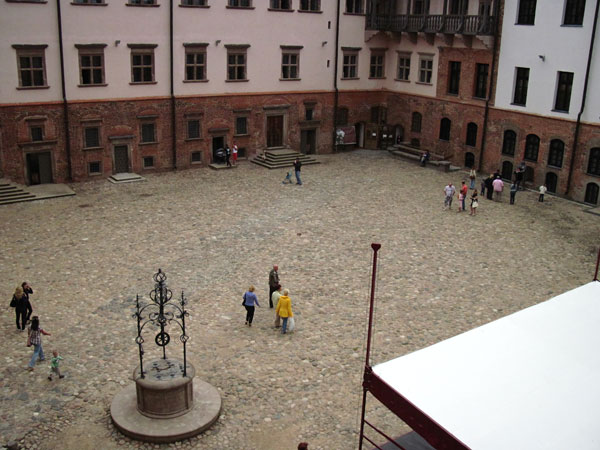вид на площадь замка