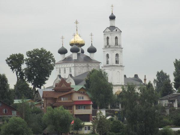 Крестовоздвиженская церковь в Свердлово